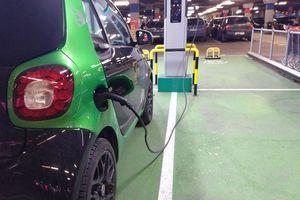 Kada će se električni automobili cenom izjednačiti sa benzincima i dizelašima?