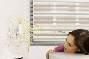 Zašto je spavanje pored ventilatora po vrućinama loša ideja?