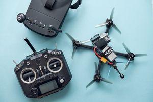 Autonomni dron pobedio u trci dva ljudska pilota VIDEO