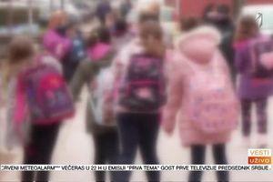 Korona hara školama - simptomi često slični kao kod drugih infekcija VIDEO