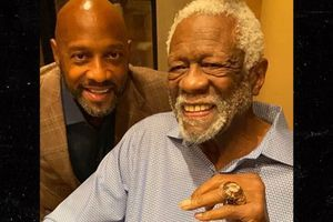 Not in Hall of Fame - Bill Russell finally accepts his Hall of Fame ring
