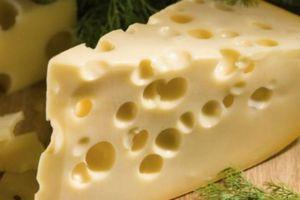 Δείτε πώς παράγεται το τυρί έμενταλ