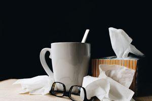 Οκτώ τροφές που επιδεινώνουν τα συμπτώματα της γρίπης