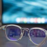 Κορωνοϊός: Γιατί δεν πρέπει να φοράω φακούς επαφής εκτός σπιτιού
