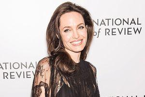TE kavbojke Angelina Jolie nosi cel čas (in našle smo jih v H&M)