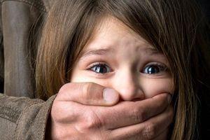 Policie radí, jak své děti chránit před zneužitím a případným únosem. Stačí je naučit 7 důležitých věcí