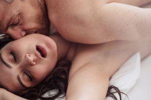 Udarac na muški ego: Zašto žene stenju tokom seksa?