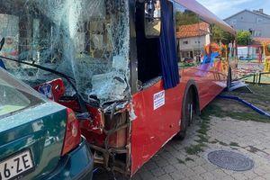 Uhapšen vozač autobusa koji je uleteo u park