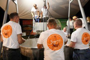 V Lendavi skuhali rekorden 1801 kilogram bograča