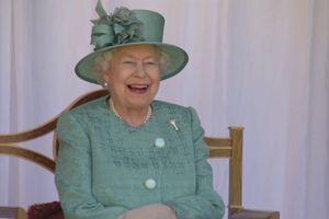 Vesela novica iz Buckinghamske palače: Kraljica Elizabeta je spet postala prababica