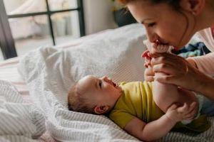 С какви занимания е изпълнен денят на едномесечното бебе
