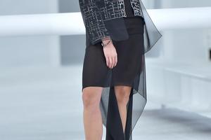 Najlepši trend 2021: Tanani materijali preko POPLIN haljine (FOTO)