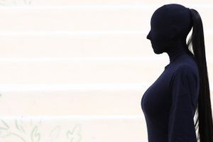 Umetnik ličenja razkril, kaj se je skrivalo pod zakritim videzom Kim Kardashian na Met Gali