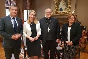 Ministrica Jaklitscheva se je ob obisku ZDA srečala s škofom slovenskega rodu