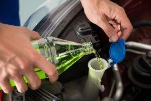 Birate tečnost za pranje šoferšajbne? Cena nije merilo kvaliteta – pogledajte OVU analizu