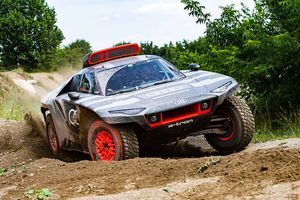 Spreman za Dakar! Trkački RS Q E-Tron sam puni baterije: Pogledajte ga u akciji (VIDEO)