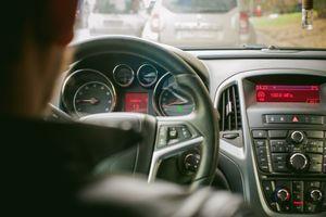 Prespora vožnja UGROŽAVA saobraćaj: Izaziva gužve, frustracije i opasna preticanja