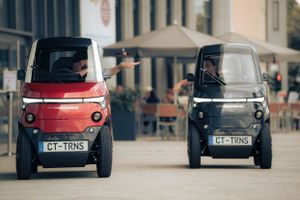 Gradski transformers: Električni mikroauto MENJA širinu prilikom parkiranja (VIDEO)