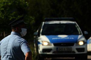 POLICAJCI SPREČILI TRAGEDIJU Muškarac (38) otišao od kuće, pronađen na drvetu sa KONPCEM OKO VRATA