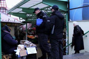 Poruka za komunalnog polcajca koji je pisao kaznu baki zbog prodavaje cveća na ulici -Druže plavi, mora li uvek to po zakonu?
