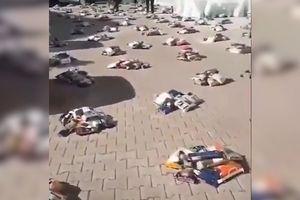 NESTVARNE SCENE: Građani ostavljaju pakete hrane nasred ulice iz najtužnijeg mogućeg razloga (VIDEO)