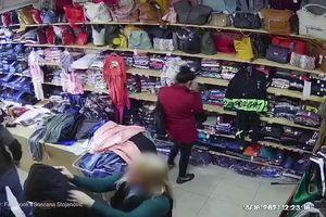 Jeziv snimak iz butika u Borči: Odžeparili su RADNICU i primenili taktiku da nikada ne posumnja na njih!