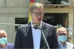 Vučić: Građani da ne brinu, NEĆE BITI SMANJENJA plata i penzija