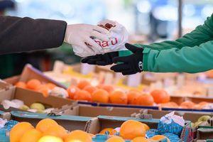 Možemo li da se zarazimo preko hrane i ambalaža u prodavnici?   Evo koliko je kupovina rizična