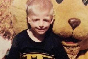 """Potresna priča jednog dečaka: U mom kartonu piše: """"Kada su mu videli lice, roditelji su ga dali na usvajanje"""""""