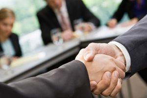 SINDIKATI PODRŽALI SPAJANJE PEŽOA I FIJATA Tražiće detalje o planovima kada sporazum bude potpisan