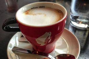Momci su naručili kafu u Zagrebu: Nije ih šokirao račun, već ono što je na TACNI. Kad vidite šta je tek vam onda ništa neće biti jasno