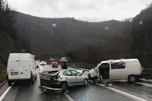 TEŠKA NESREĆA KOD JABLANICE Sudar tri vozila, ima povređenih