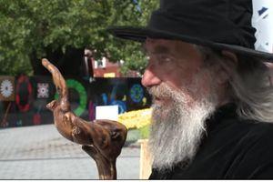 DRŽAVNI ČAROBNJAK DOBIO OTKAZ Dobro ste pročitali, zvanični čarobnjak Novog Zelanda (88) skinut s platnog spiska i time je okončana ovo neobična tradicija duga 23 godine