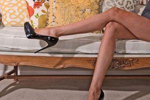 Leva noga joj je DUŽA od desne, a u zbiru imaju SKORO TRI METRA:  Kad obuje džinovske štikle ljudi je gledaju BEZ TREPTANJA