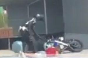 FILMSKA POTERA Organi reda zaustavili vozača, on bežao i UDARIO policajca na motoru (VIDEO)