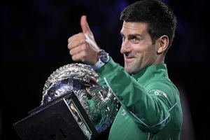 DOSAD NEVIĐENA NOLETOVA FOTKA! Ovaj izraz lica je DOKAZ da je Novak Đoković i kao klinac bio predoređen za LEGENDU! /FOTO/
