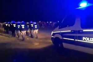 RASTURENA JOŠ JEDNA ŽURKA 4.000 ljudi se zabavljalo u parku, kada je došla policija gađali su je flašama, na kraju su SVI ISTERANI (VIDEO)