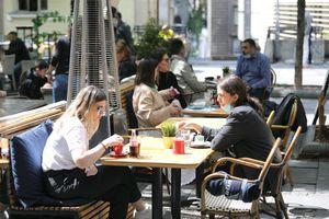 Posle tri isplaćena minimalca i 100 EVRA, u Vladi Srbije planiraju NOVU POMOĆ DRŽAVE
