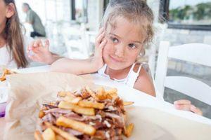 Ostavite vašu nevaspitanu decu kod kuće ili promenite lokal: kako je jedan restoran razbesneo mnoge