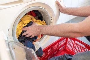 Uz ovaj trik više ne morate da palite peglu: Samo jedna stvar učiniće da odeća iz mašine IZLAZI OPEGLANA
