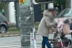 Majka iz Novog Sada brutalno šamara dete u kolicima nasred ulice i pitamo se da li će neko reagovati na ovo divljaštvo