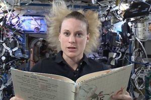 Astronauti čitaju priče iz svemira - najjača zabava za klince koji se smaraju