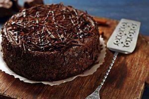 Ferero roše torta je bolja od poznatih kuglica - poslastica punog ukusa koja nije teška