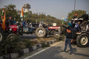 UŽAS U INDIJI Na protestu poljoprivrednika muškarac (35) PRETUČEN NA SMRT