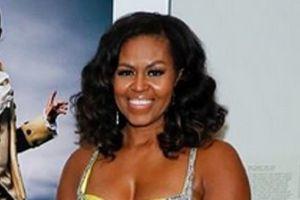 Drečavo, usko i VEOMA DEKOLTIRANO: O neočekivanoj haljini Mišel Obame danas svi pričaju, a razlog se VIDI IZ AVIONA