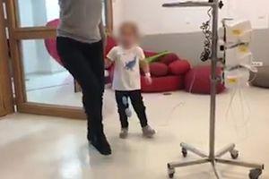 POMOZIMO DEVOJČICI DA POBEDI BOLEST Uprkos strašnoj dijagnozi mala Helena se NE PREDAJE: Igra kolo dok prima hemoterapiju