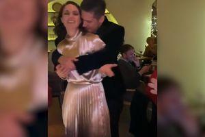 KLIP KOJI JE ODUŠEVIO CELU SRBIJU Bojana i Nikola ne ispuštaju jedno drugo dok im Marinko peva na uvce! VOLE SE KAO PRVOG DANA (VIDEO)