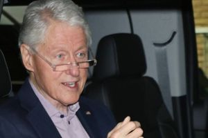 Bil Klinton je zbog infekcije završio u bolnici, Srbi na društvenim mrežama likuju