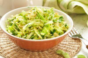 Ljudi se raspravljaju ide li u kupus salatu šećer - evo šta kažu kuvari iz restorana