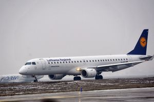 SPOR OKO PLATA Kabinsko osoblje najveće nemačke avio-kompanije preti štrajkom